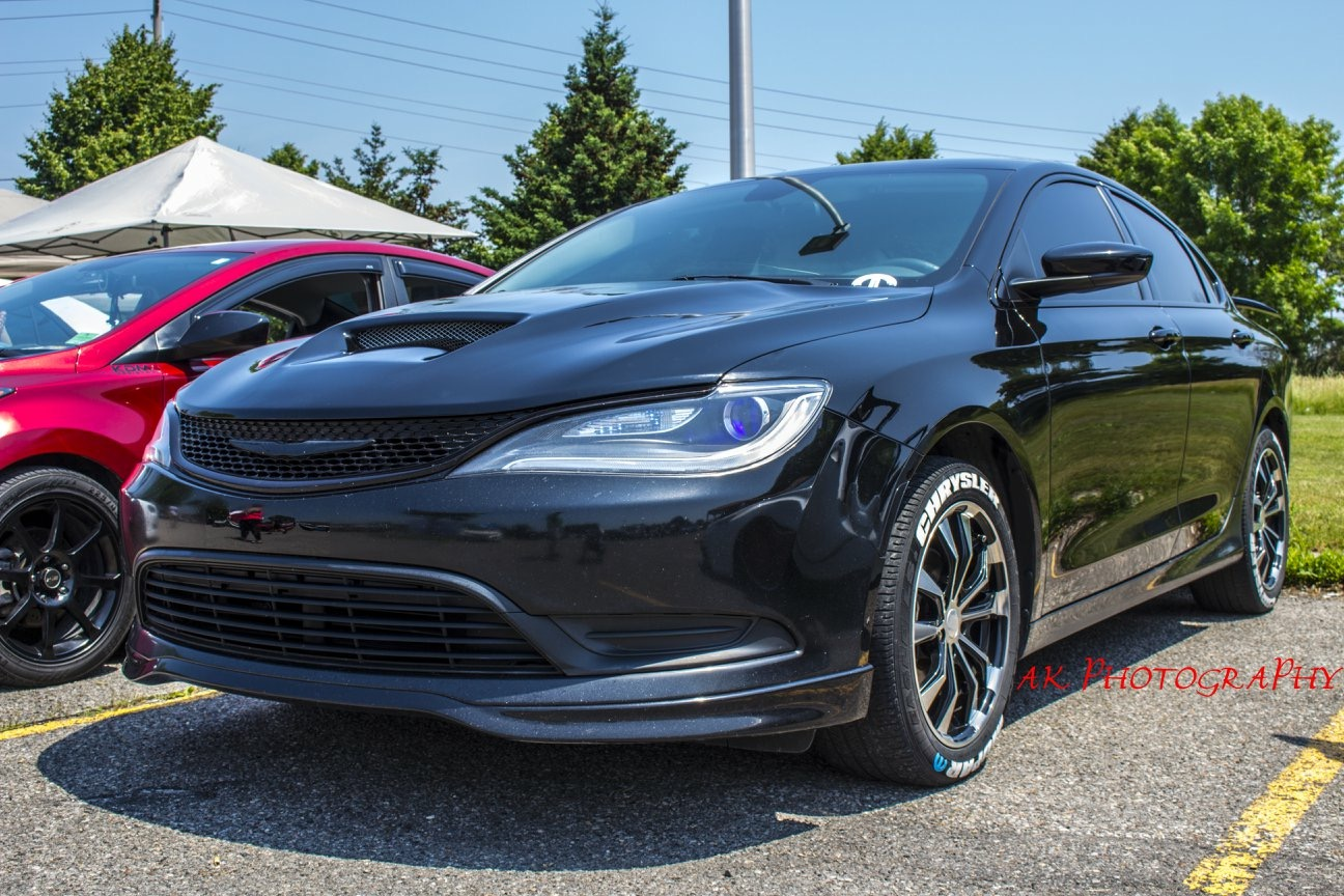 Colin Look 2015 Chrysler 200 TBGLIVE1